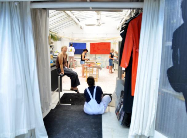Der Eingangsbereich vom Atelier eignet sich auch für die Bildbetrachtung