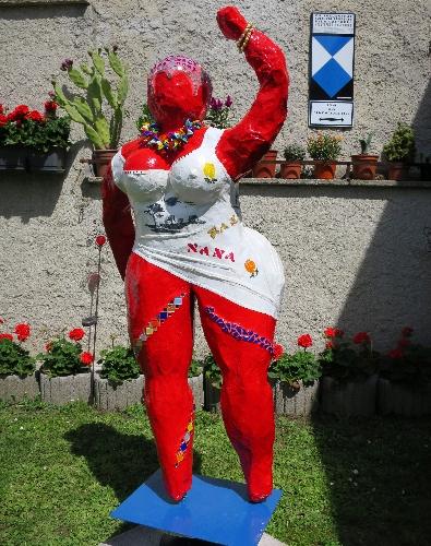 geschmückte Nana für den Garten